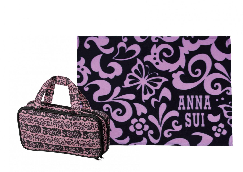 購物滿淨值 HK$880 可獲贈 ANNA SUI 經典保暖毛毯及瑰麗手提化妝袋