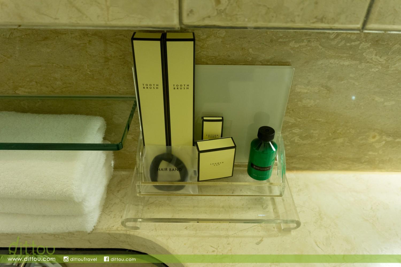 浴室只配備簡單的自家品牌備品,雖然可以再要求,但實在有點麻煩。