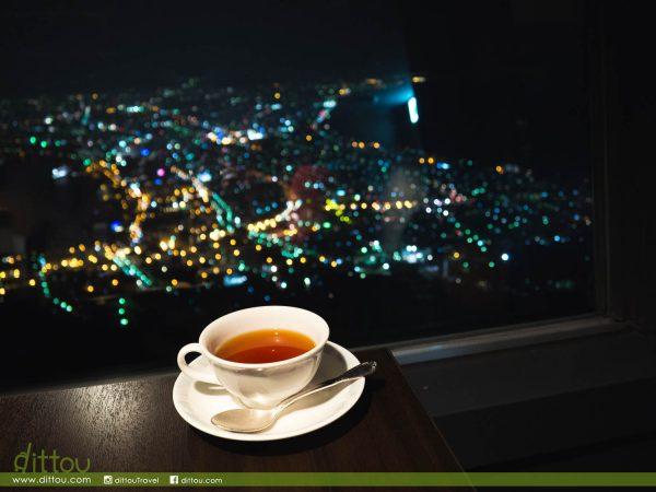 北海道三大夜景收集完成 ❤ 函館山百萬夜景的百萬人潮,在觀景餐廳品嚐閃爍的函館夜色